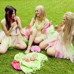 Group of beautiful female friends smiling. three pretty girls — Stock Photo #26515275
