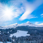 Winter mountains. sun shine in blue sky — Stock Photo #27365871