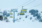 Wyciąg narciarski z krzesła. Podnieś do góry góry w ski ponownie — Zdjęcie stockowe