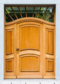 Houten deur van een huis. oude houten deur. — Stockfoto