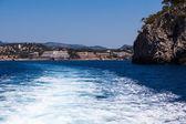 Yüksek hızda tekne dalgalardan. su yolu. deniz seyahat — Stok fotoğraf