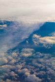 Vue depuis la fenêtre d'un avion. — Photo