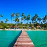 Tropical Resort. boardwalk on beach — Stock Photo #37786961