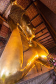 Golden big Buddha face in Wat Pho — Stockfoto