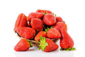 白い背景と分離した熟した赤いイチゴ — ストック写真