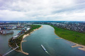 Wide angle picture of river Rhine, Duesseldorf. Seen from the te — Foto Stock