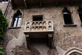 Balcony of Romeo and Juliet in Verona, Italy .  Romeo and Juliet — Foto de Stock