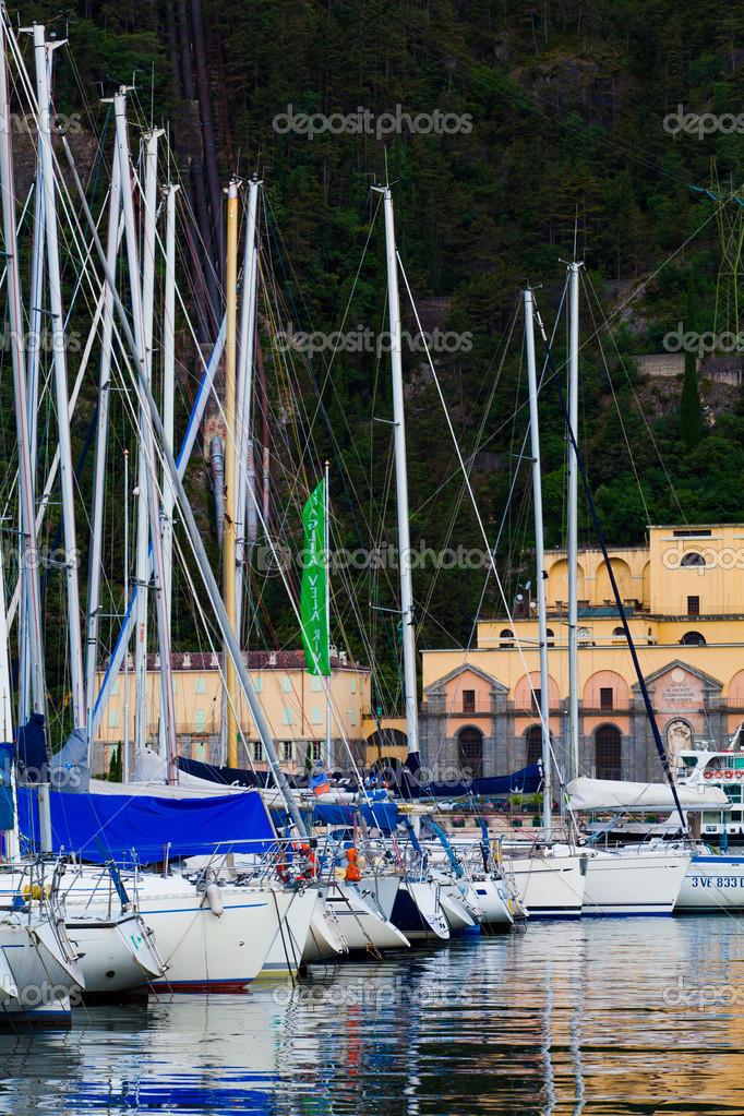 Купить дом с причалом для яхты в северной италии