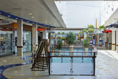 Summer morning in big shopping center — Стоковое фото