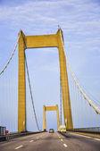 Tráfico en puente en danmark — Foto de Stock