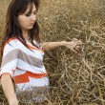 Girl in the field — Stock Photo #17850581