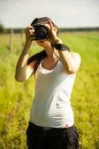 Fotógrafo de naturaleza toma fotos — Foto de Stock