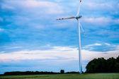 ветровых турбин на закате — Стоковое фото