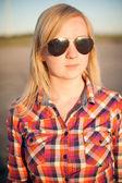портрет веснушчатый блондинка за пределами — Стоковое фото