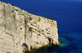 Bílé skály na pobřeží ostrova zakynthos — Stock fotografie