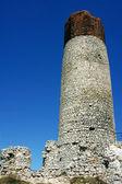 Rovine del castello medievale con torre a olsztyn — Foto Stock