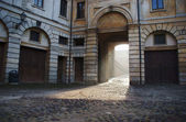 Townhouse with gateway in Mantua — 图库照片