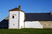 Bastille ve ortaçağ kale duvarına — Stok fotoğraf
