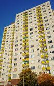 Woningbouw met toren blokken in poznan — Stockfoto