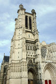 Gothic church of the Saint-Pierre-et-Saint-Paul Cathedral in Troyes — Stock Photo