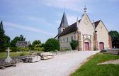 Le cimetière et l'église médiévale — Photo
