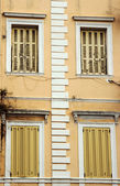 Windows venetiansk byggnad — Stockfoto