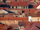 Urban scene across built up area showing roof tops — Stockfoto