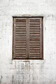 Dettaglio della bella finestra rustica — Foto Stock