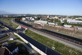 Vista a la ciudad aérea altamente detallados con los ferrocarriles, carreteras, fábricas — Foto de Stock