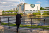 Senior looks at the level of the river Spree, on the back of the Federal Chancellery in Berlin — Stock Photo