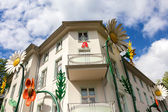 Flower decoration on a house facade in Berlin — Foto Stock