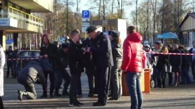 Policemen checking visitors — Stock Video