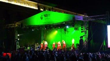 在舞台上舞蹈组 — 图库视频影像