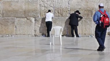 People with white kippah — Stock Video