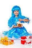 Bella ragazza vestita come malvina, bambola con i capelli blu. regali — Foto Stock
