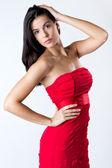 Sofistikerade ung kvinna med röd klänning — Stockfoto