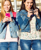 Friends having fun with smartphones — Stock Photo