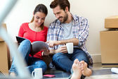 Young couple moving in new home — Stock Photo