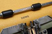 Nyheter på skrivmaskin — Stockfoto