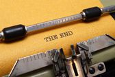 The end text on typewriter — Stock Photo