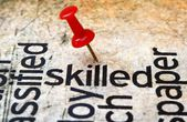Push pin on skilled text — Stockfoto