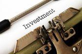 Investment text on typewriter — Stockfoto
