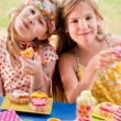 Cupcake girlfriends — Stock Photo