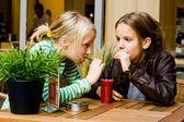 2 girls drinking some juice — Stock Photo