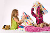 The girls pillow fight — Stock Photo