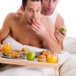 Home couple eating healthy — Stock Photo