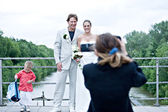 Photographing a wedding couple — Stock Photo