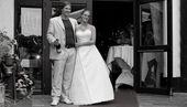 Weddingcouple posing — Stock Photo