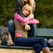2 sisters on a bench — Stock Photo