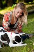 Pes en jeho vlastník — Stock fotografie